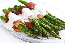 Asparagus with Prosciutto and Bleu Cheese