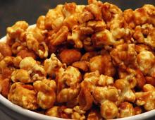 Party Carmel Corn With Peanuts